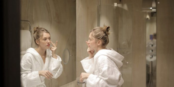 Maintain a pattern of life to get smooth skin
